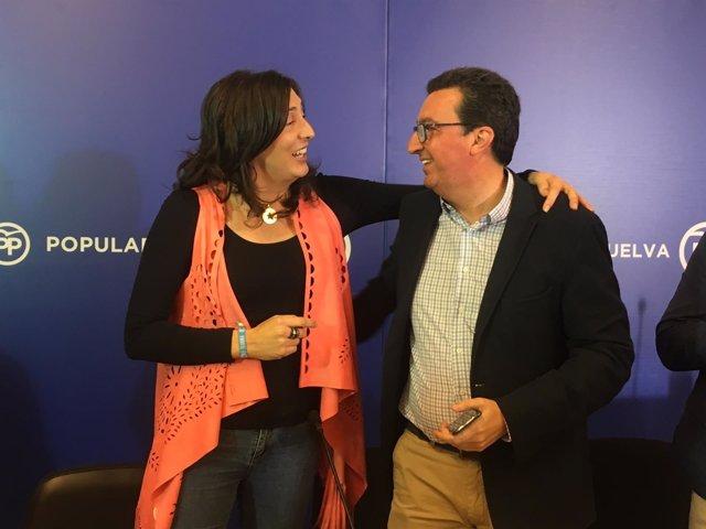 Manuel Andrés González, junto a la secretaria general del PP andaluz.