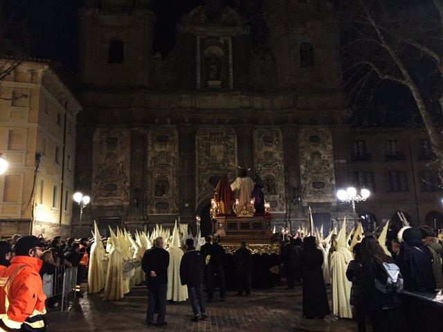 Entrada de la Cofradía de la Eucaristía a la Real Capilla de Santa Isabel
