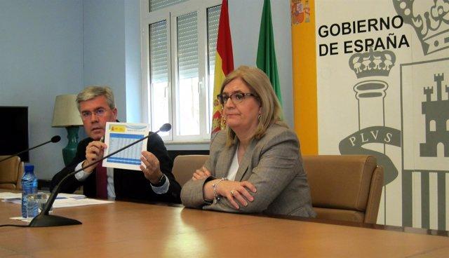Fernández de Moya, junto a la subdelegada del Gobierno en Jaén, Francisca Molina