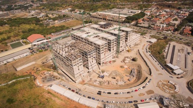 Grupo Puentes construye un hospital en Ecuador.
