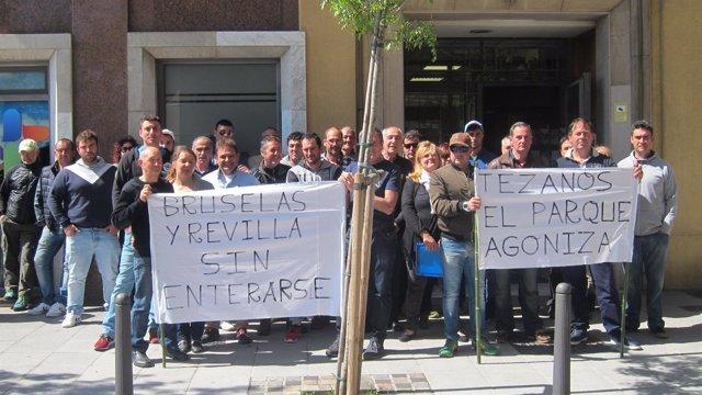 Mariscadores de Santoña protestan en la Consejería de Medio Ambiente