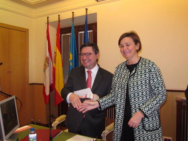 Laureano Lourido, presidente de la Autoridad Portuaria de Gijón y Carmen Moriyón