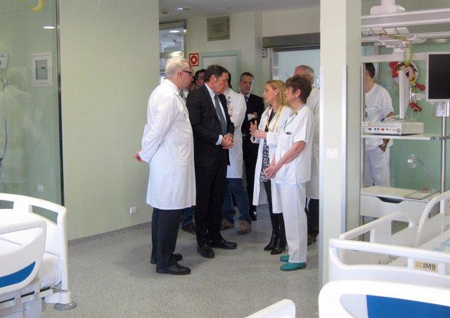 Visita a la UCI pediátrica del Hospital Clínico Universitario de Valladolid