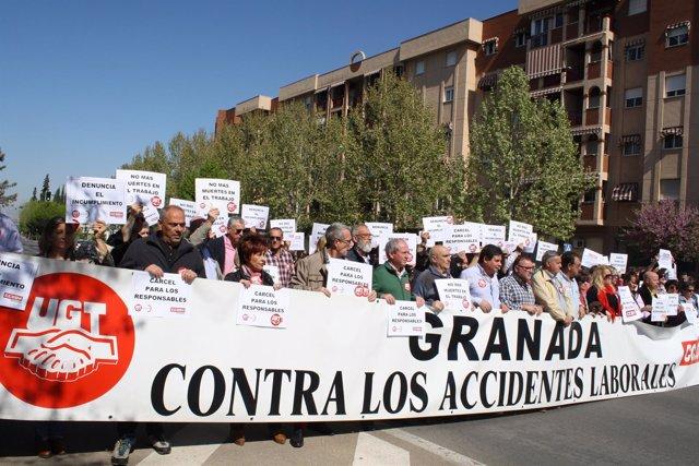 Concentración por el fallecimiento de un trabajador en el metro de Granada