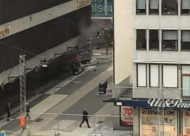 Un camión atropella a varias personas en Estocolmo