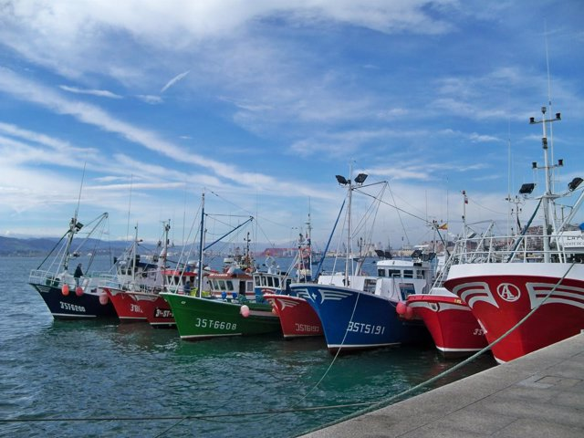 Barcos pesqueros cántabros