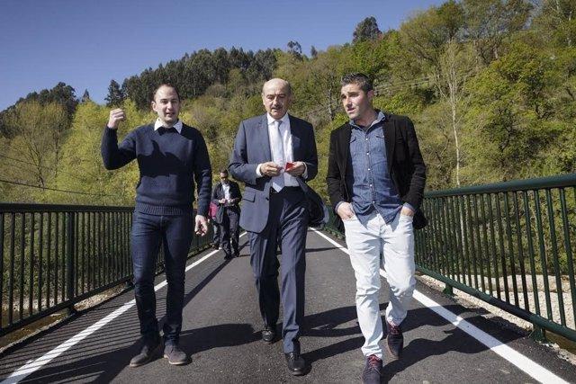 Mazón inaugura la mejora de la carretera entre Covera y Santiurde