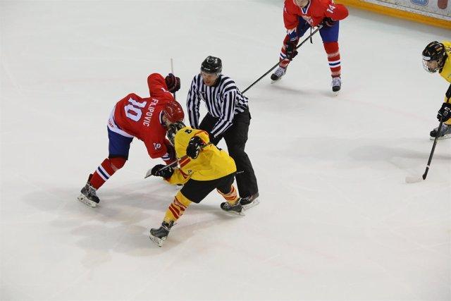 España vence a Serbia en el Mundial de hockey hielo