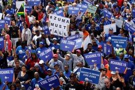 Más de 60.000 personas se manifiestan en Sudáfrica para pedir la dimisión del presidente Zuma