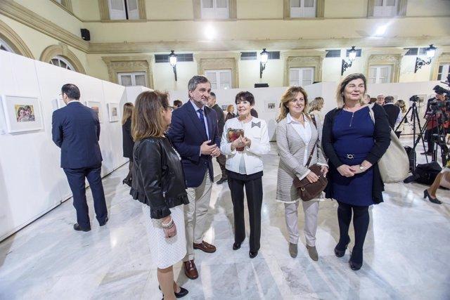 Diputación de Almería acoge la exposición solidaria de Carmen Pinteño