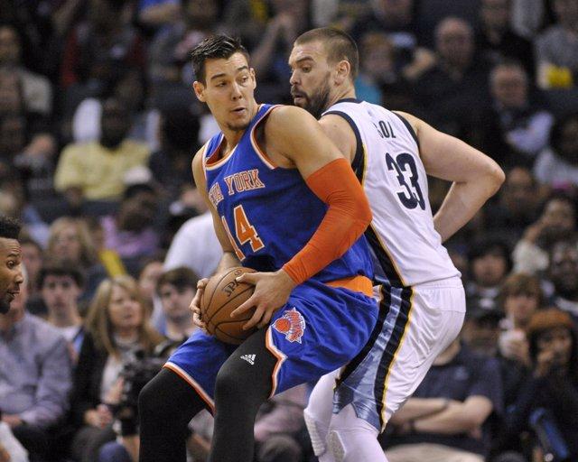 New York Knicks Willy Hernangómez Marc Gasol Memphis Grizzlies