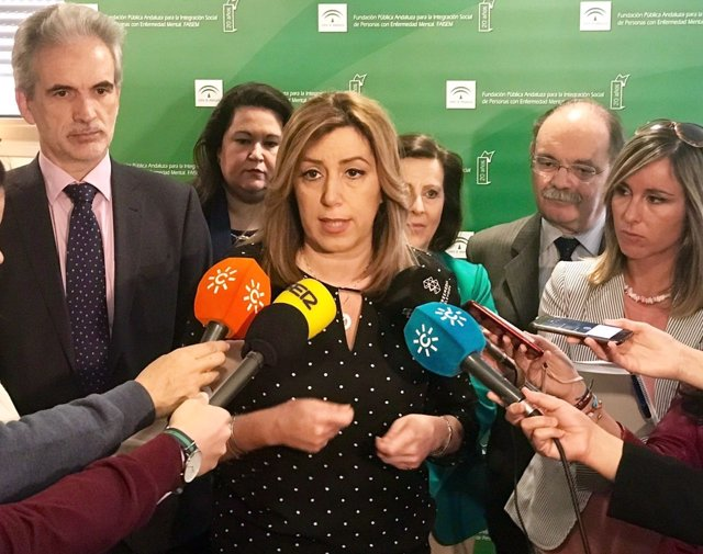 La presidenta de la Junta, Susana Díaz, en atención a los periodista