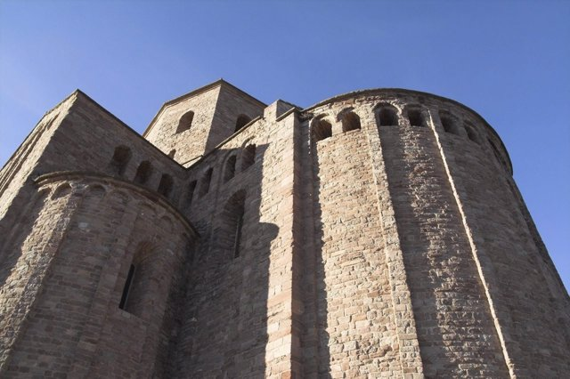 Ábside De La Colegiata Románica De Sant Vicenç De Cardona.