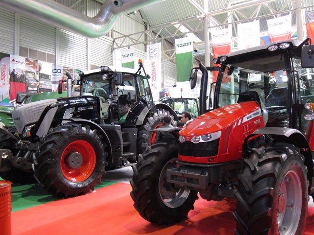 Tractores, maquinaria agrícola
