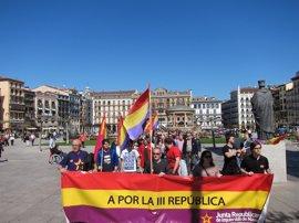 Una manifestación reclama en Pamplona un proceso constituyente y la III República
