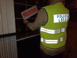 La Policía Local de Sevilla precinta un local en San Jerónimo que acumulaba denuncias de vecinos por ruidos