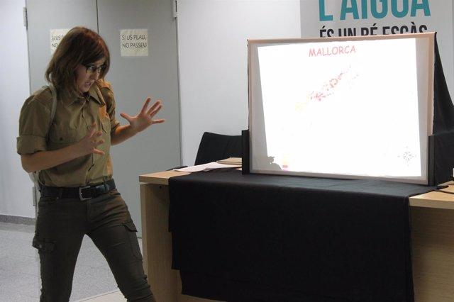 Aria Bauçà es la encargada de representar la actividad de divulgación