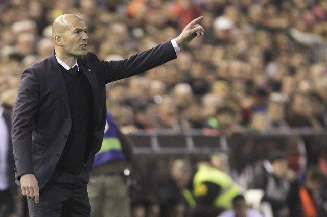 El Entrenador Del Real Madrid Zinédine Zidane