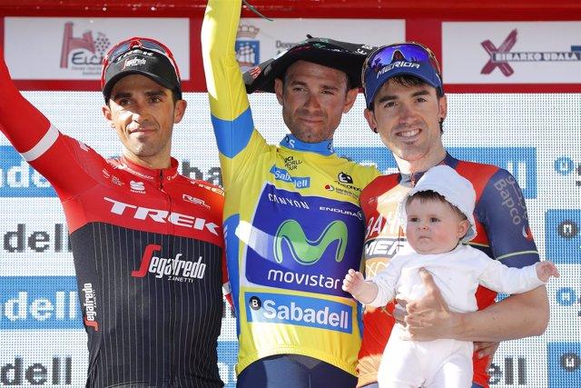 Alejandro Valverde escoltado por Alberto Contador y Jon Izagirre