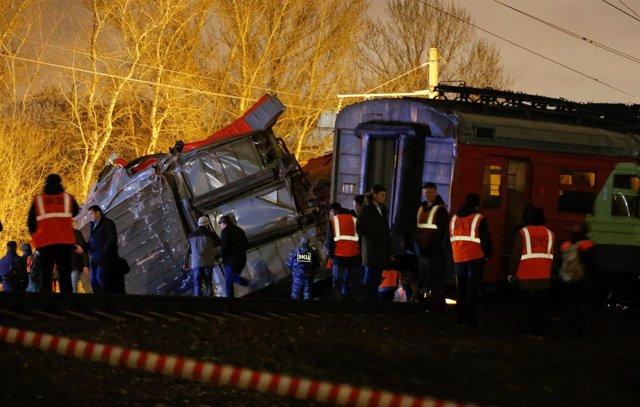 Dos trenes colisionan en el oeste de Moscú.