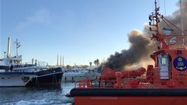 Controlado el incendio de embarcaciones del Puerto de Sant Adrià del Besòs (Barcelona)