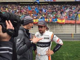 """Alonso: """"Rodar por delante de Bottas es lo más surrealista que me ha pasado"""""""