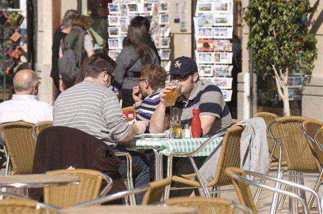 Turistas en un restaurante