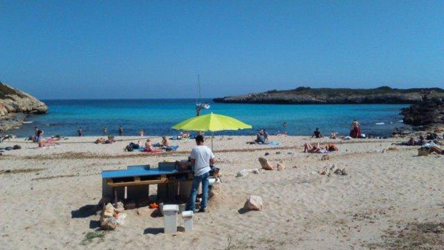Acampadas y venta ilegal en Cala Varques