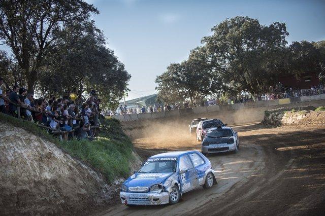Más de 1.500 personas asisten al Autocross de Esplús.