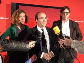 Iceta, Batet e Illa acudirán este lunes a la capilla ardiente de Chacón en la sede del PSOE