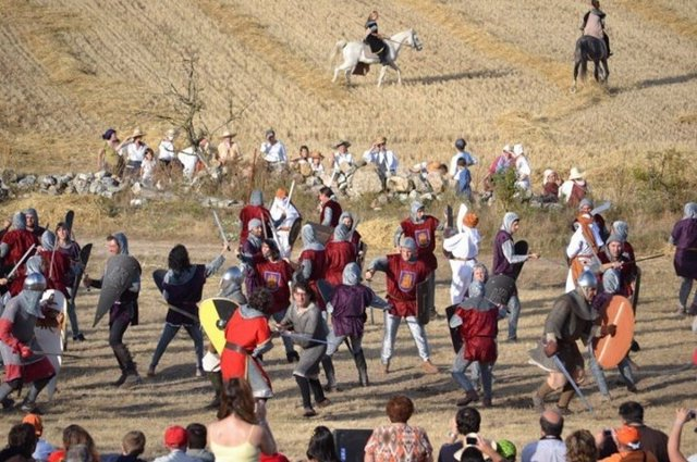 Un momento de la representación de la batalla de Atapuerca de 2015