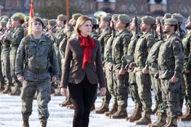"""Cospedal señala que Chacón """"apostó por unas Fuerzas Armadas profesionales y comprometidas"""""""