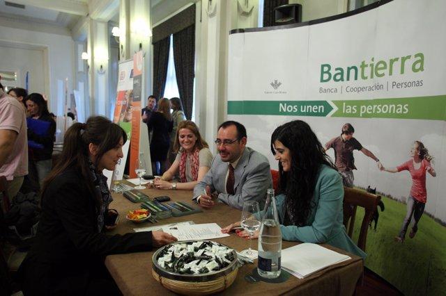 Bantierra en el Salón del Empleo que organiza Kuhnel Escuela de Negocios.