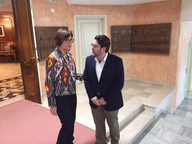 Miguel Sánchez posa con Rosa Peñalver durante su encuentro