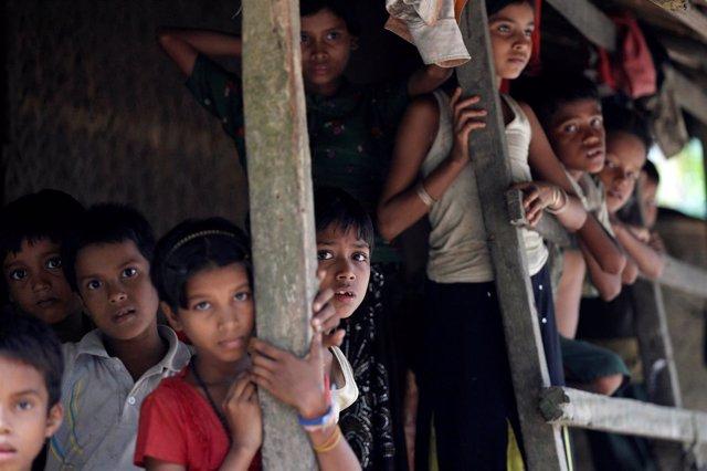Niños rohingya en Rajine (Birmania)