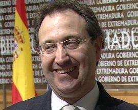 Piornal (Cáceres) premia al director del Festival de Mérida (Badajoz) con el galardón 'Somos Cultura'