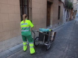Madrid podría tener en sus calles entre 650 y 800 barrenderos más desde mayo