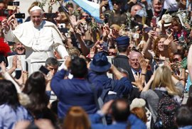 El Papa Francisco pone en marcha en Roma una lavandería gratuita para las personas sin hogar