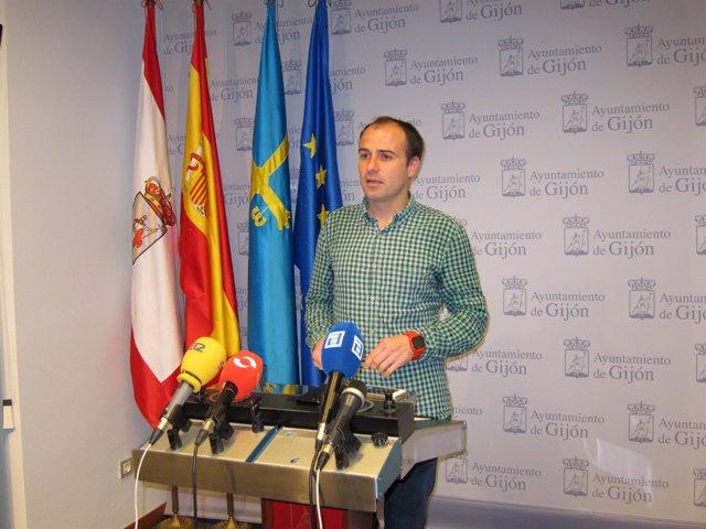 El concejal socialista en Gijón César González