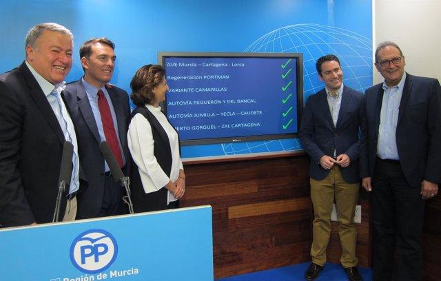 Los diputados y senadores del PP, en la rueda de prensa