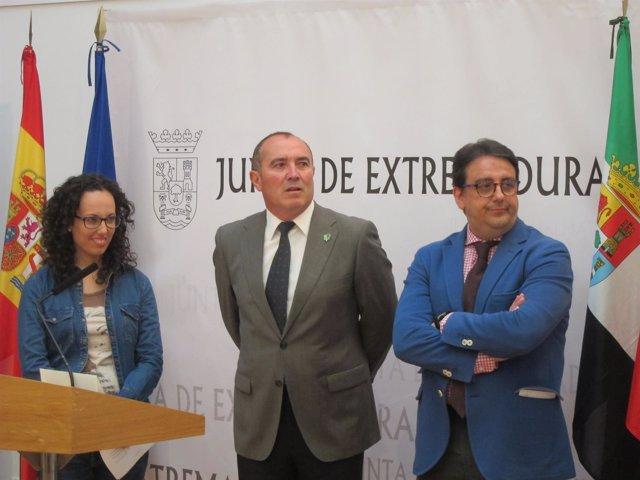Casado, Calderón Y Vergeles Durante El Acto