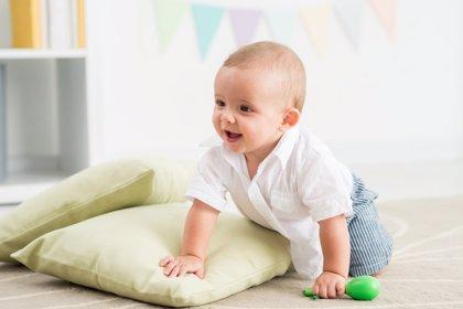 Pasar tiempo en el suelo: beneficios para los bebés