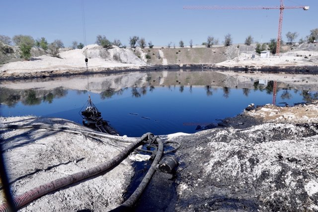 Imagen de la 'laguna de aceite' de Arganda del Rey