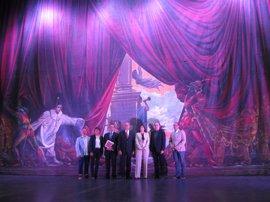 """El telón de Ferrándiz del Teatro Cervantes de Málaga se somete a una restauración """"compleja y de microcirugía"""""""