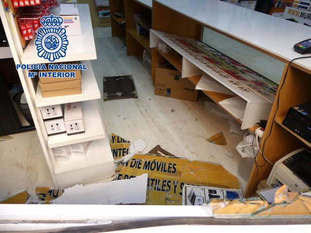 Pillados infraganti cuando huían de la escena de un robo en un establecimiento