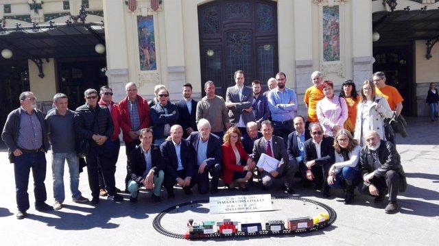 Acto reivindicativo de alcaldes de la C-3 ante la Estación del Norte de Valencia
