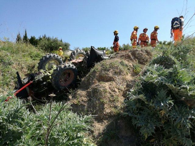 Tractor volcado en Belgida