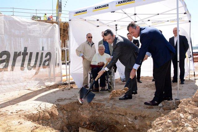 Primera piedra del nuevo centro de El Manchón.