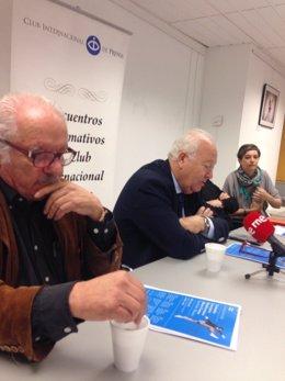 El periodista Javier Reverte y el exministro Miguel Ángel Moratinos
