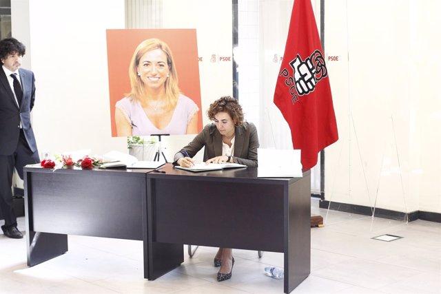 La ministra de Sanidad Dolors Montserrat despide en Ferraz a Carme Chacón